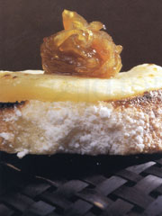 Canapés of Quesuco Cheese with Caramelized Onion